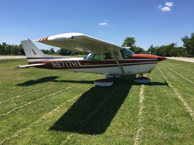 Cessna Skyhawk (N9717H) - Beaumont Hotel: tie up in front of 1800