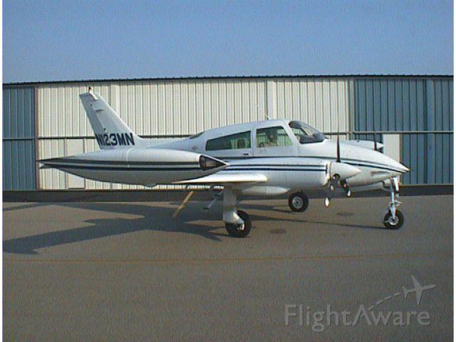 Cessna 310 (N123MN)
