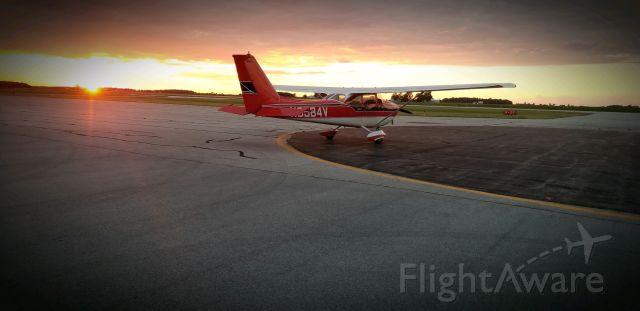 Cessna Skyhawk (N8584V)