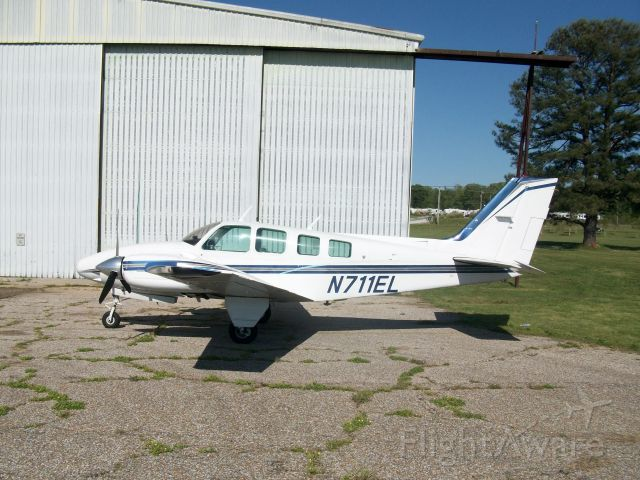 Beechcraft Baron (58) (N711EL)