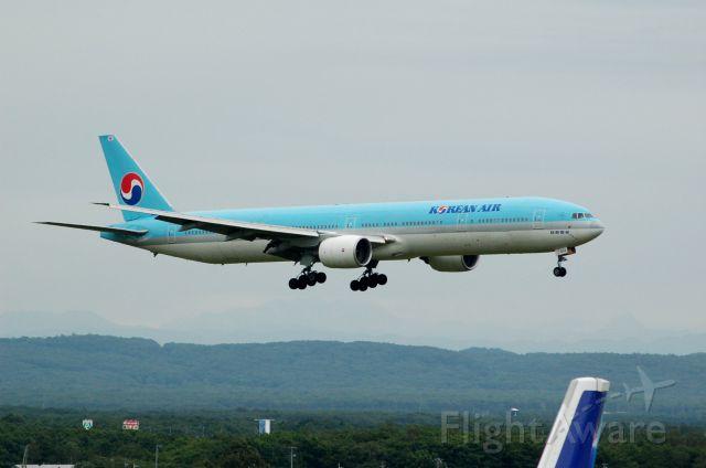 BOEING 737-300 (HL7533) - Boeing 777-3BK c/n 27948/178