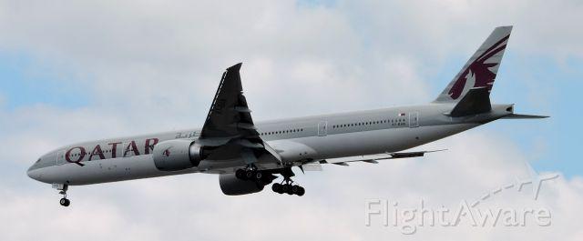 BOEING 777-300ER (A7-BAN) - A minute till landing, summer 2019.