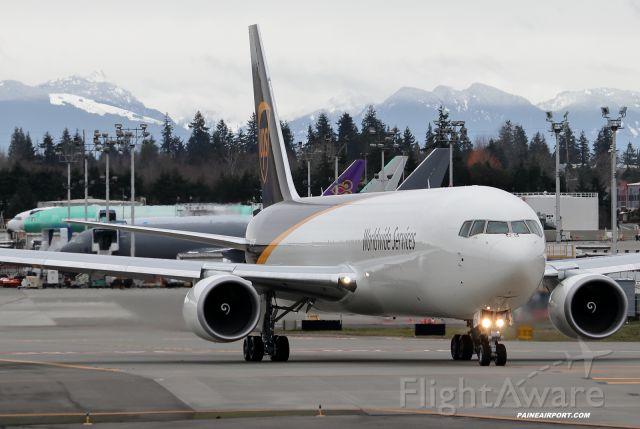 BOEING 767-300 (N374UP)