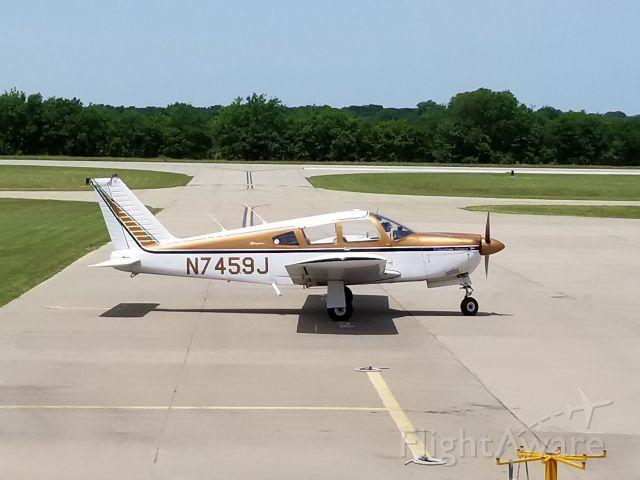 Piper Cherokee (N7459J)
