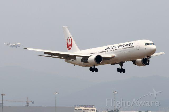 BOEING 767-300 (JA653J)