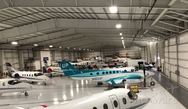 Beechcraft Super King Air 350 (N862UP) - Wheels Up Teal at EKM 4/25/20