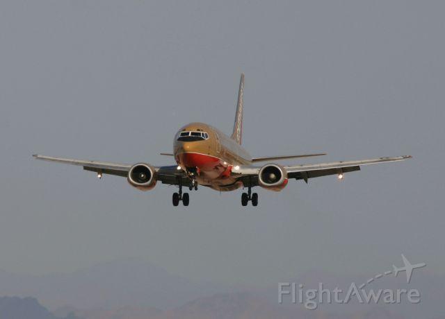 BOEING 737-300 (N645SW) - KLAS - April 2006 Southwest 737 on final for 25L.