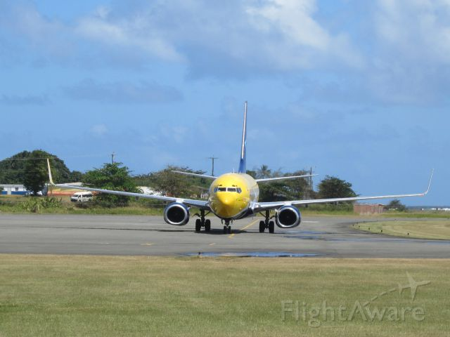 Boeing 737-700 (C-GTQI)