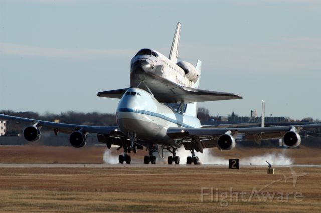 BOEING 747-100 (N911NA) - NASA SCA 911 landing at KNFW during its 2008 transport of Shuttle Endeavour from Edwards AFB to the Kennedy Space Center following STS-126