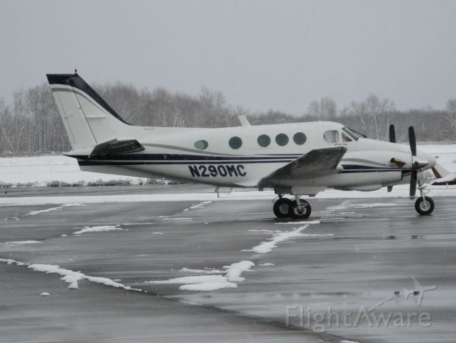 Beechcraft King Air 90 (N290MC) - Photo taken of a Beechcraft Kingair 90 11/19/08 at Fulton, New York. Note the  early season lake effect snowfall of 10 inches.  Aircraft had arrived earlier from KAXV in Ohio and  returned there shortly after this photo was snapped.