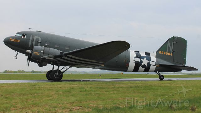 """Douglas DC-3 (N74589) - """"Placid Lassie"""" spinning up in the rain during the D-Day Squadron Kickoff Week, 17 May 2019."""