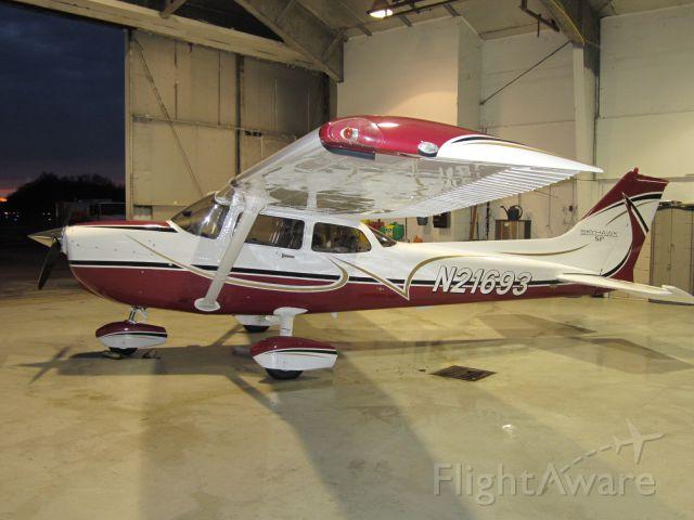 Cessna Skyhawk (N21693)