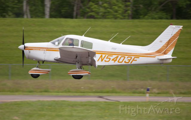 Piper Cherokee (N5403F) - Perfect landing runway 07.