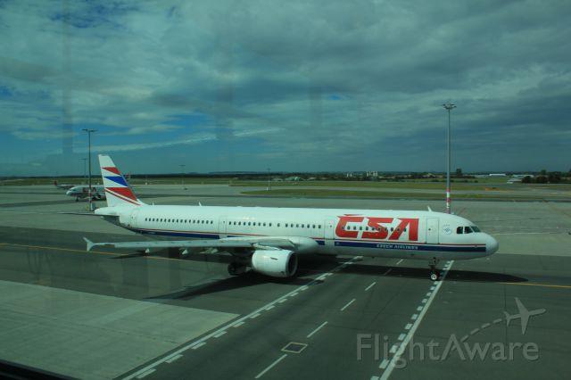 Airbus A321 (OK-CEC) - Terminal 1 Gate B9