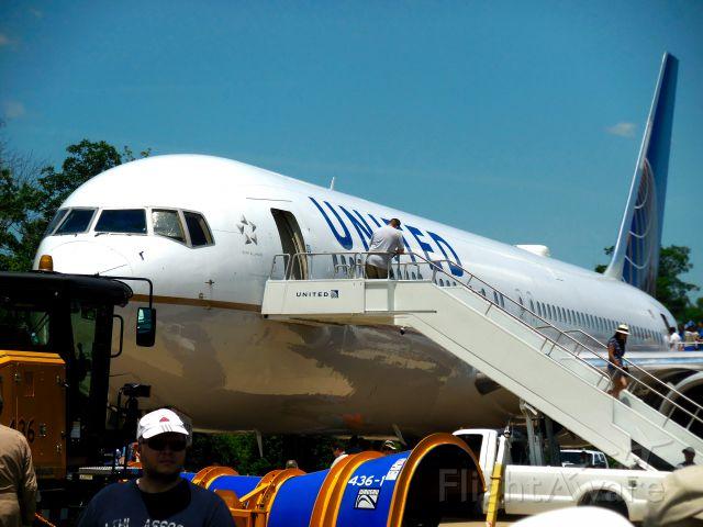 BOEING 767-300 (N659UA)