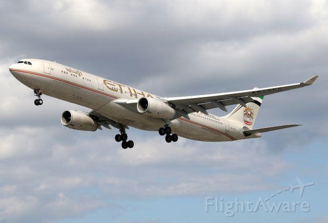 Airbus A330-300 (A6-AFC)