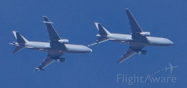 BOEING 767-200 (N462KC) - With a similar airplane at 25,000'.<br />Lone Pine, California, March 4, 2020.