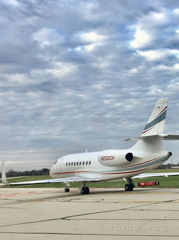Dassault Falcon 2000 (N200CH) - In sequence for take off RWY 9R