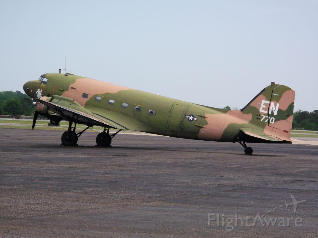 Douglas DC-3 —