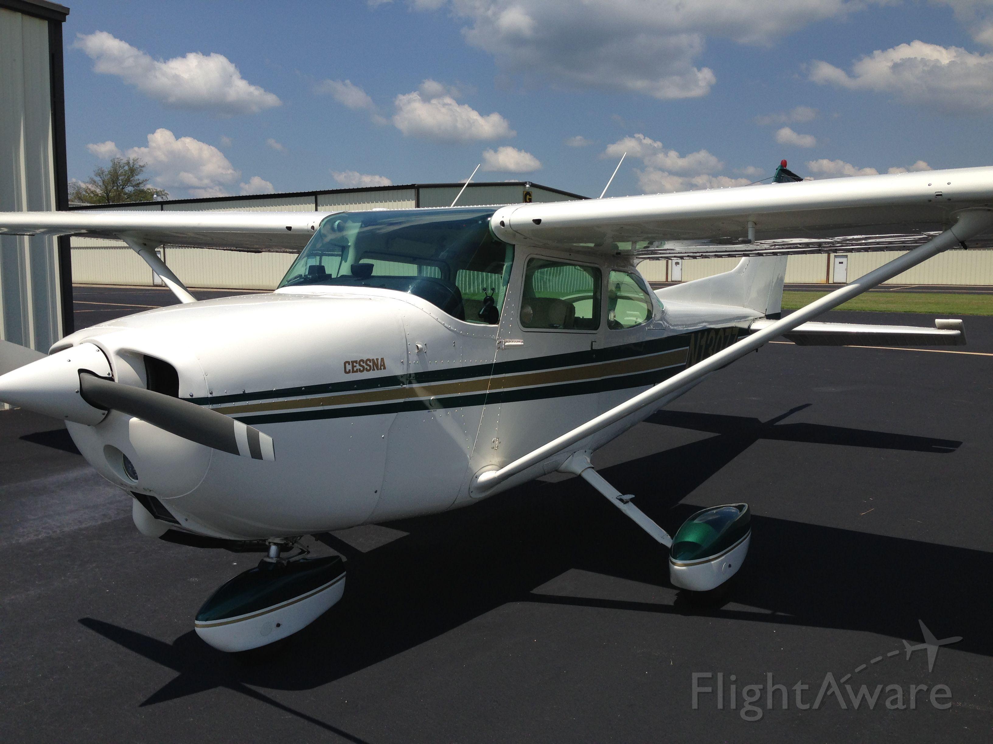 Cessna Skyhawk (N13077) - Cessna SuperHawk 172