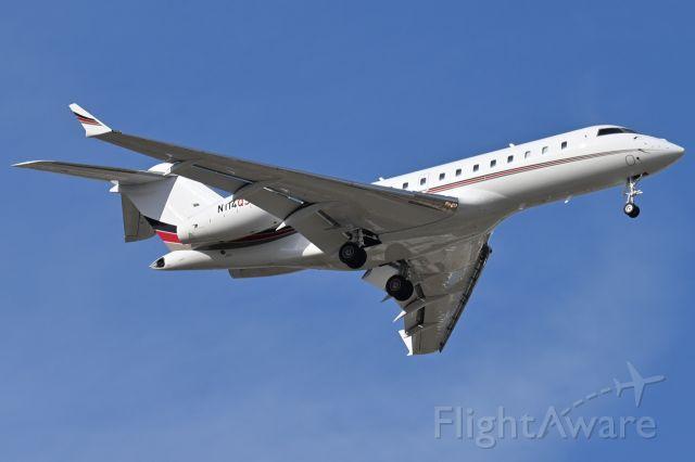 Bombardier Global 5000 (N114QS)