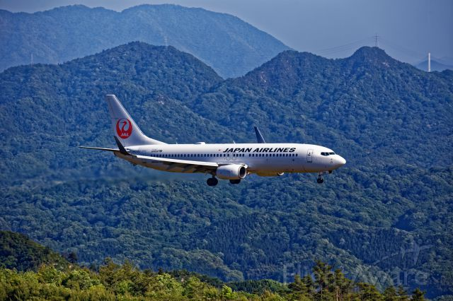 Boeing 737-800 (JA316J) - Boeing 737-800 Flying into the mountain.