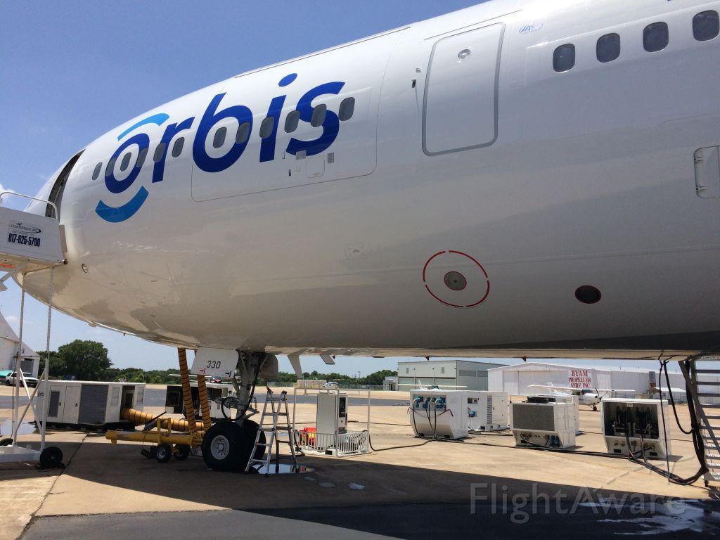 McDonnell Douglas DC-10 (N330AU) - Here