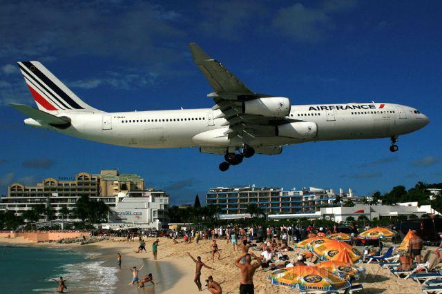 Airbus A340-300 (F-GLZJ)