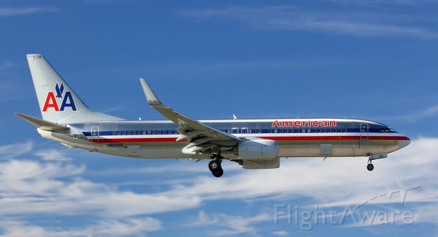 Boeing 737-800 (N882NN)