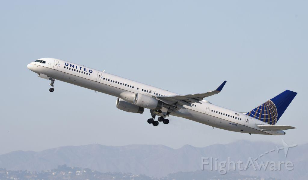 BOEING 757-300 (N73860) - Departing LAX