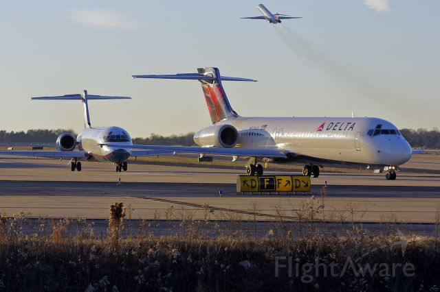 """Boeing 717-200 (N978AT) - Boeing 717 """"Mullet"""" photo - business in the front / party in the back!"""
