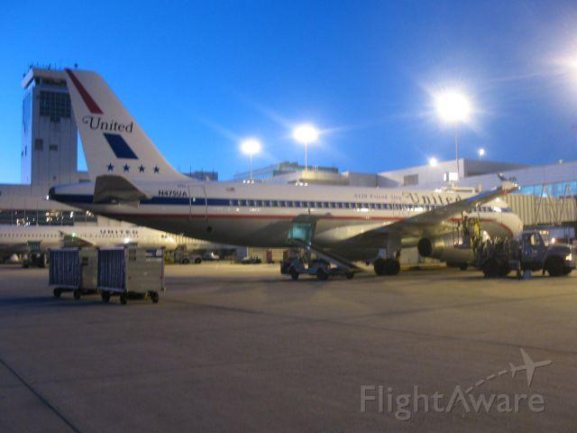 Airbus A320 (N475UA)