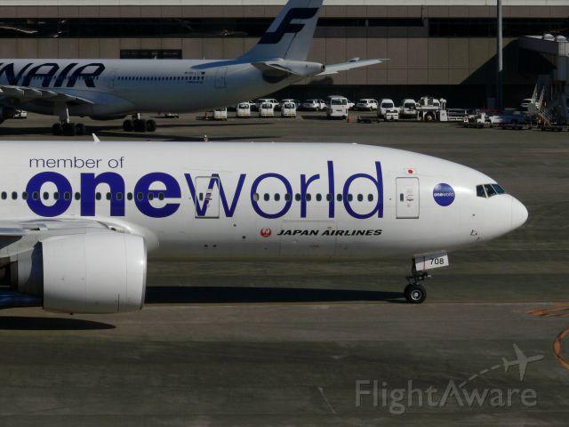 Boeing 777-200 (JA708J)
