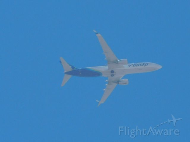 Boeing 737-800 (N588AS) - shot from my patio about 10000ft up in the air pls like vote and comment