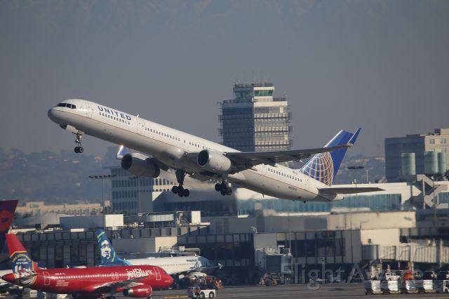 BOEING 757-300 (N57870)