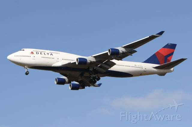 Boeing 747-400 (N675NW) - November 1, 2009 - Jumbo approached Detroit