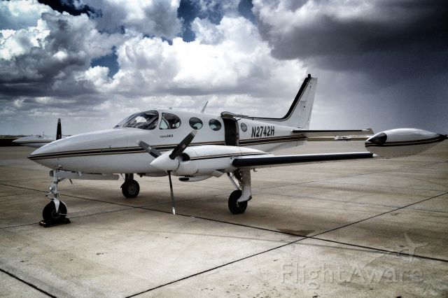 Cessna 340 (N2742H) - Cessna 340 II - Waiting on our passengers to arrive in Corpus Christi.