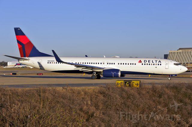 Boeing 737-900 (N810DN)