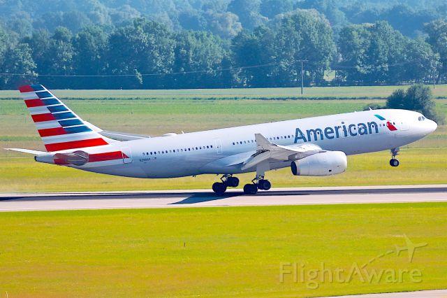 Airbus A330-200 (N280AY)