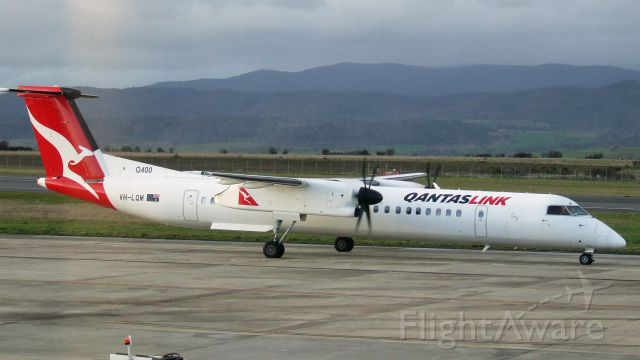 de Havilland Dash 8-400 (VH-LQM) - Qantaslink Bombardier Dash 8-402Q VH-LQM at Launceston Airport, Tasmania, Australia. 12 July 2019.