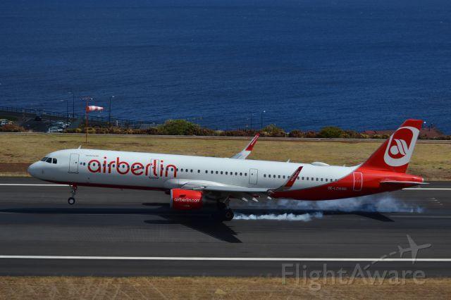 OE-LCM — - Madeira Cristiano Ronaldo International Airport landing airbus A321-200 airberlin 31-08-2017