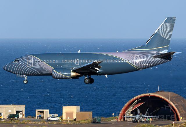 Boeing 737-500 (LY-FLT)