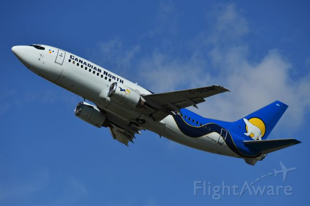 BOEING 737-300 (C-GCNK) - Canadian North Boeing 737-36Q departing YYC on runway 29 on June 11.