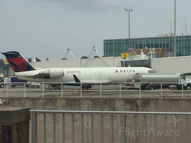 Canadair Regional Jet CRJ-200 (N8974C)
