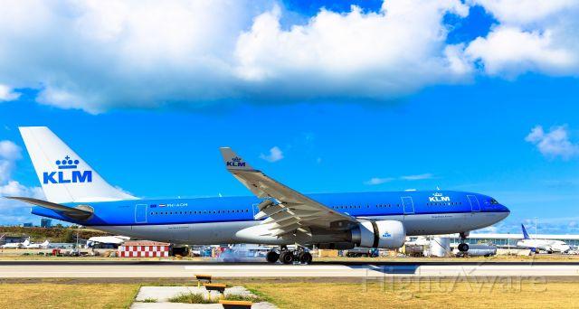 Airbus A330-200 (PH-AOM) - PH-AOM landing at TNCM St Maarten on 19-02-2017.