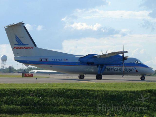 de Havilland Dash 8-100 (N837EX)