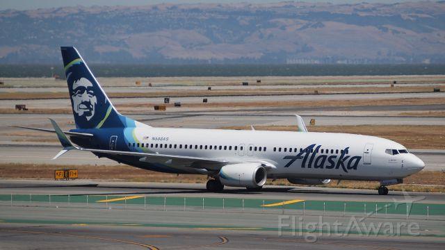 Boeing 737-800 (N588AS)