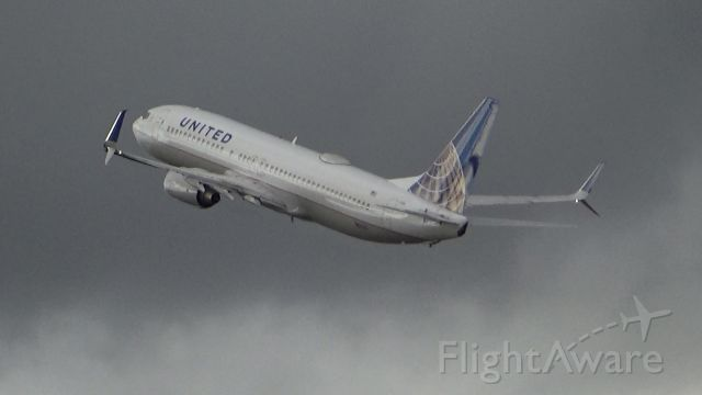 Boeing 737-800 (N11206) - A United 737-800 blasting off out of PDX! Date - Feb 17, 2018