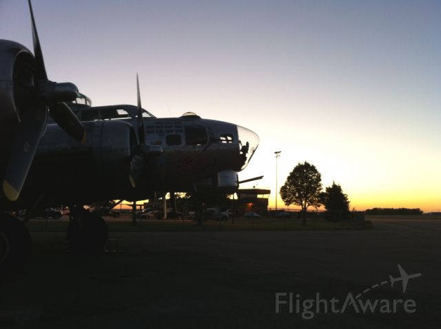 """Boeing B-17 Flying Fortress (N483514) - Confederate Air Force B17 """"Sentimental Journey"""" the morning of it"""