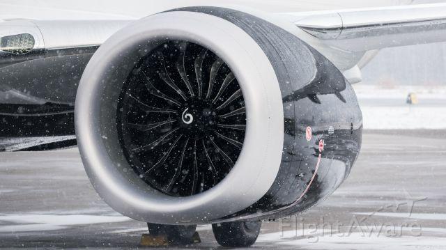 Boeing 737 MAX 8 (C-FTJV)